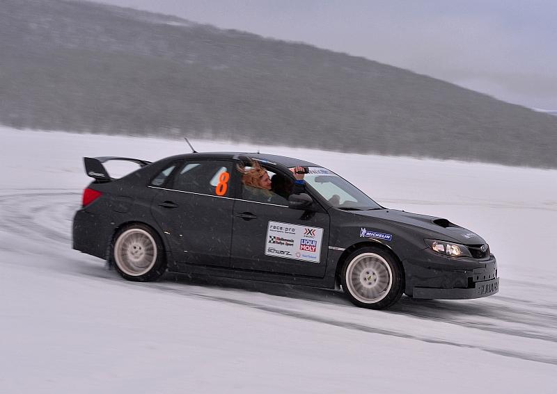 Michelin Winter Experience 2014 Subaru WRX STI Schwarz Sarah Quer